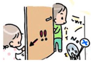 Peligros de niños en casa ejemplo de puerta y sus dedos